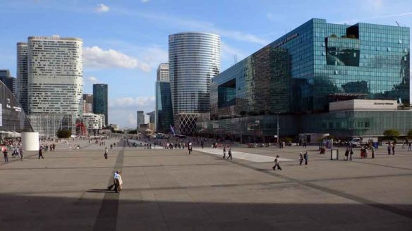 La Defense. Photo by Ali Farnam. Taken from Meriadeck.free.fr, a blogsite concerned with urban development