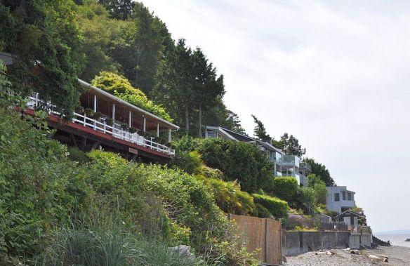 Oceanfront houses, Delta